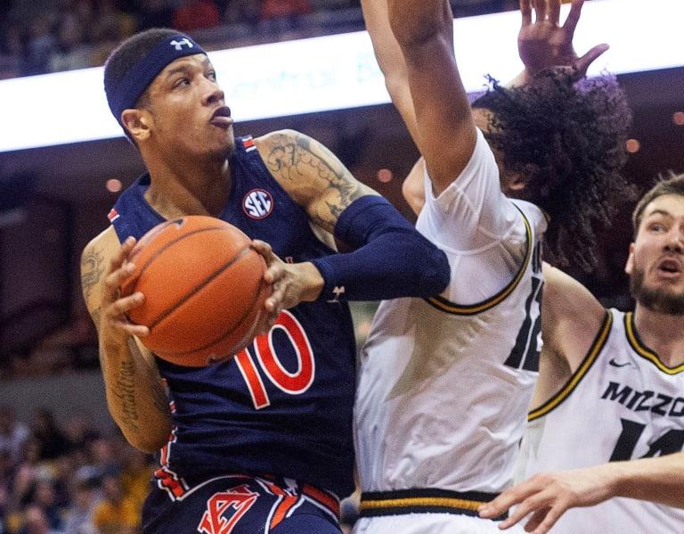 AuburnSports - Auburn's win streak snapped by hot-shooting Mizzou