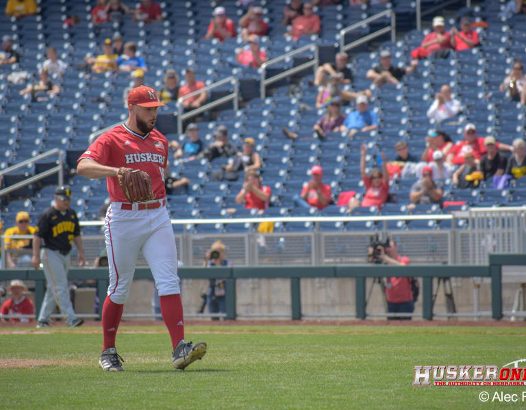 HuskerOnline.com - Huskers roll through Iowa into last four, 11-1